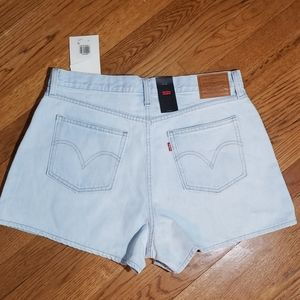 Levis NWT shorts. Light wash. 32